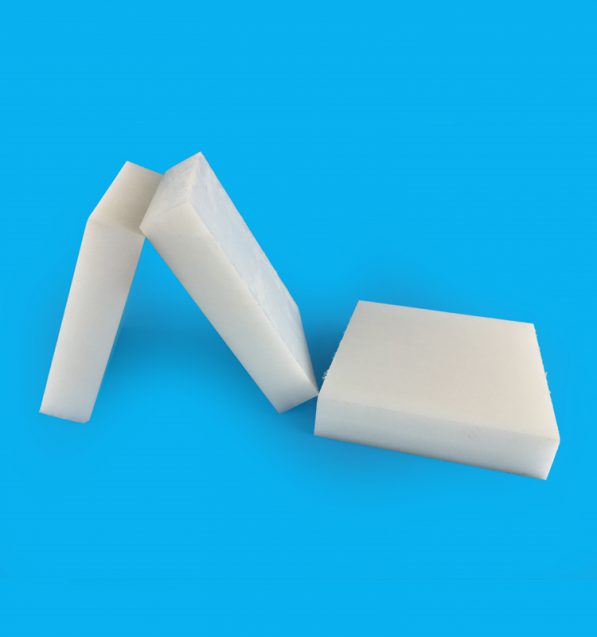 Nhựa pom tấm màu trắng